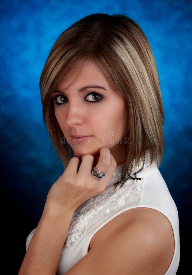 Jeune femme mignonne photo stock