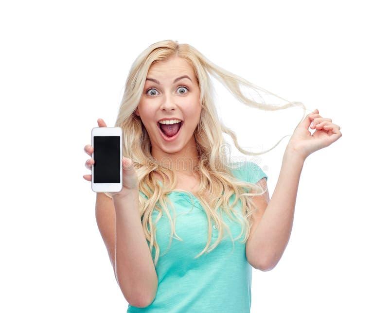 Jeune femme ou adolescente heureuse avec le smartphone image libre de droits