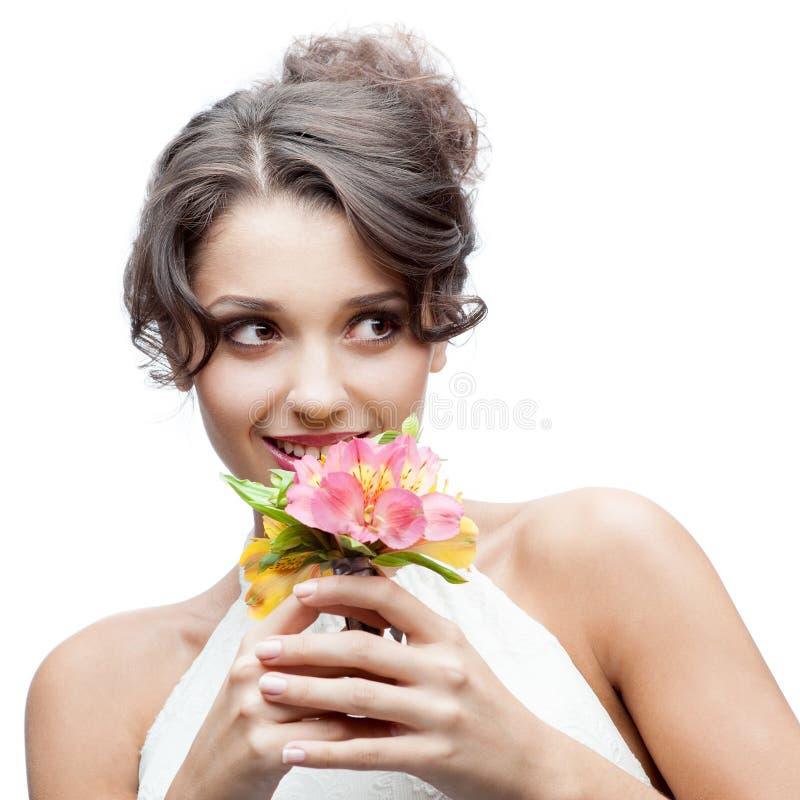 Jeune femme pensif avec la fleur dans le cheveu image stock