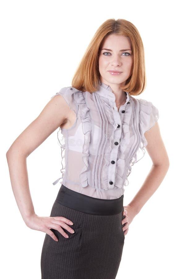 Jeune femme pleine d'assurance dans le chemisier et la jupe photo stock