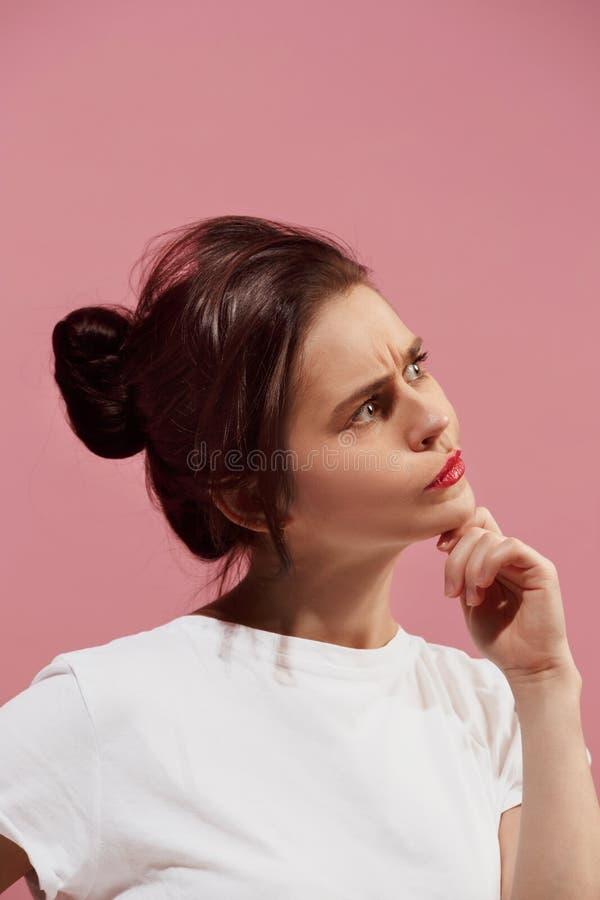 Jeune femme réfléchie sérieuse d'affaires Concept de doute images stock