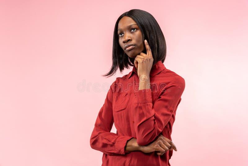 Jeune femme réfléchie sérieuse d'affaires Concept de doute photo libre de droits