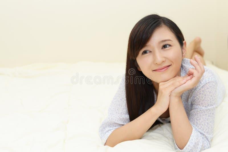 Jeune femme Relaxed image stock