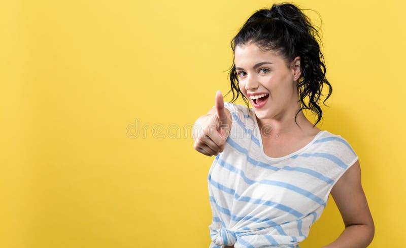 Jeune femme renonçant au pouce photos libres de droits