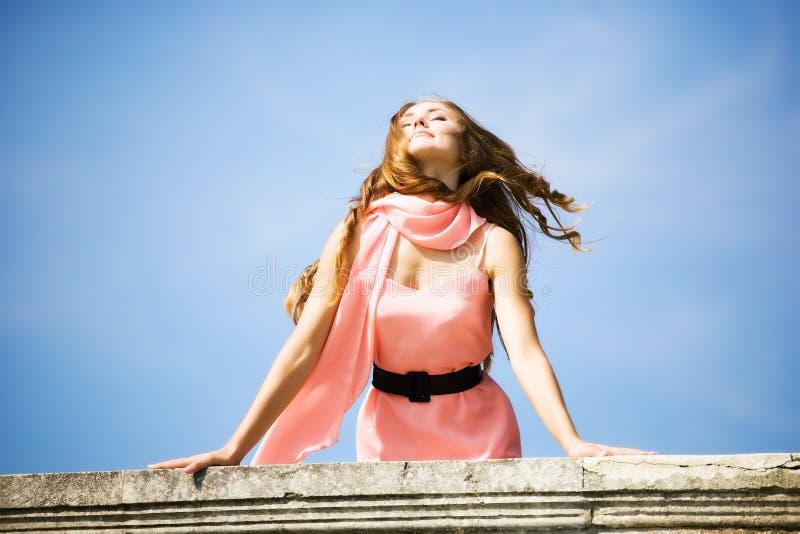 Jeune femme romantique photo libre de droits