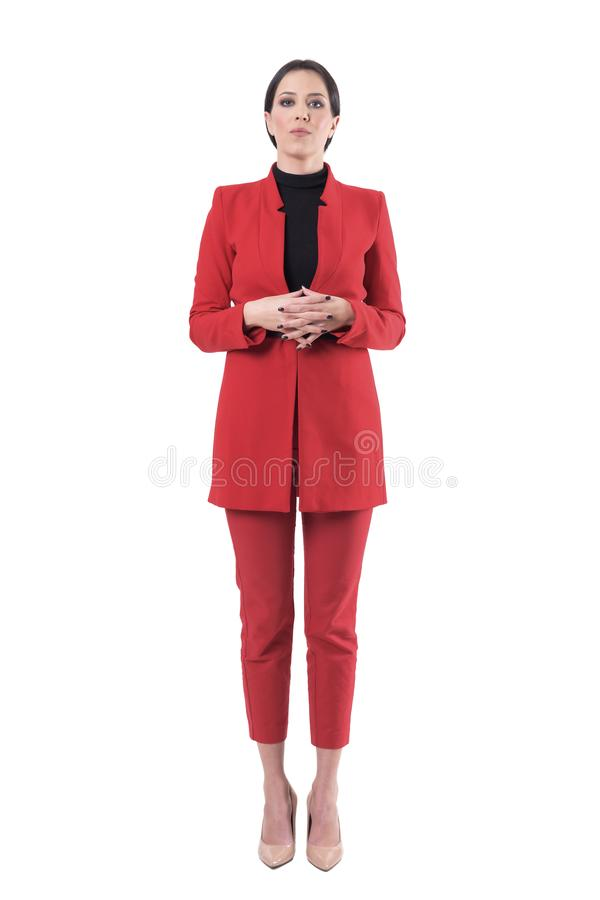 Jeune femme sérieuse d'affaires avec les mains étreintes avec l'attitude et l'autorité photo stock