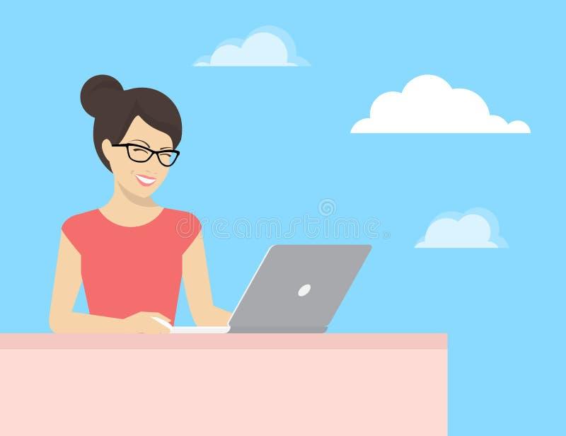 Jeune femme s'asseyant avec l'ordinateur portable et la lecture de sourire quelque chose sur l'affichage illustration stock