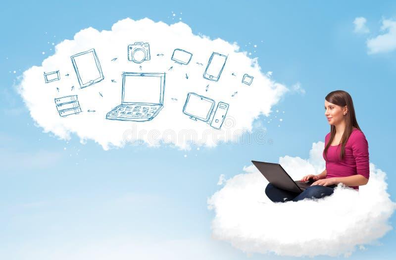 Download Jeune Femme S'asseyant En Nuage Avec L'ordinateur Portable Image stock - Image du nuage, digital: 45365715