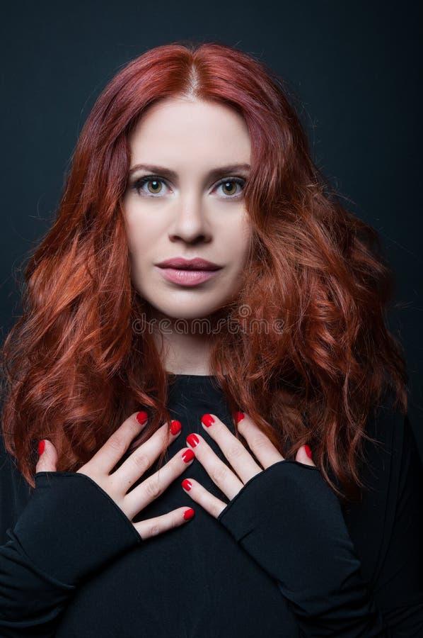 Jeune femme sensuelle et de beauté photos libres de droits
