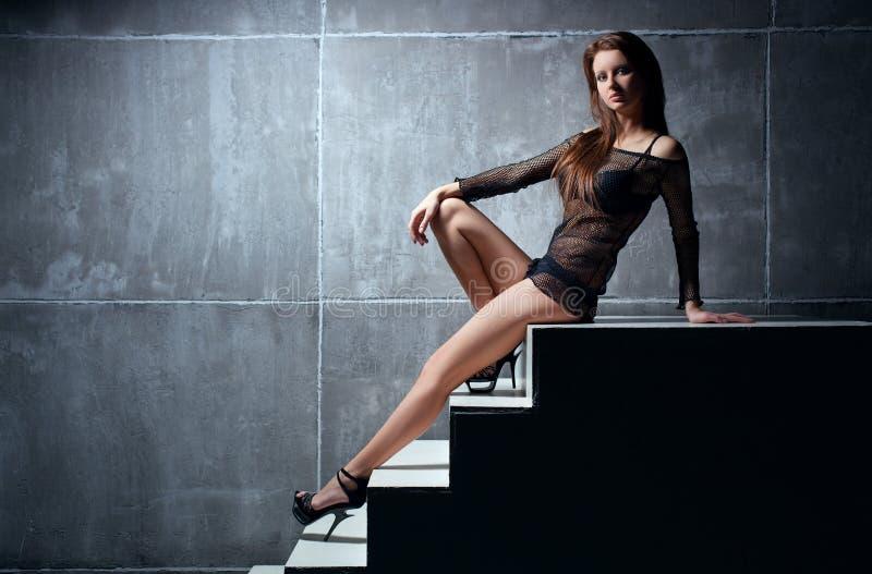 Jeune femme sexy image stock