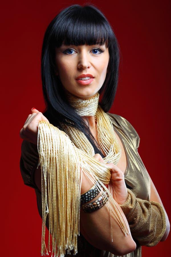 Jeune femme sexy avec de longs cheveux noirs photo stock