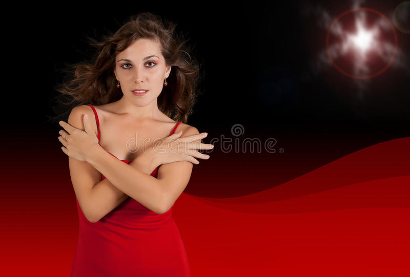 Jeune femme sexy dans la robe rouge. image stock