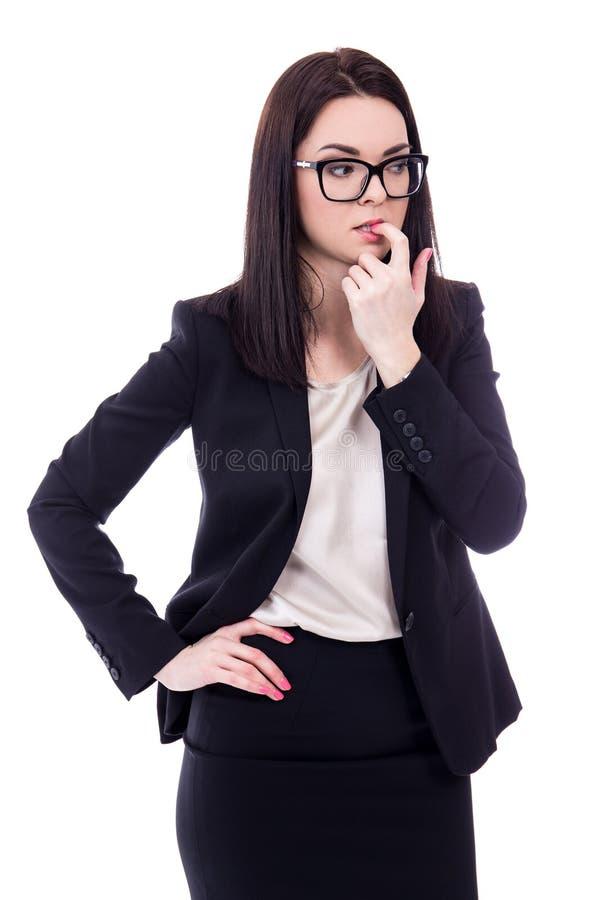 Jeune femme soumise à une contrainte d'affaires mordant son doigt d'isolement sur le petit morceau image stock