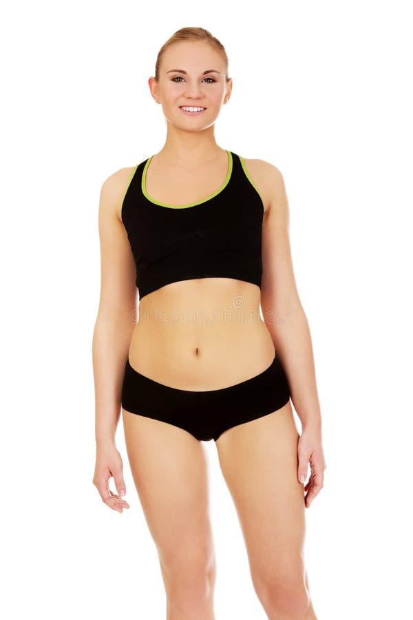 Jeune femme sportive dans des sous-vêtements de sports photo stock