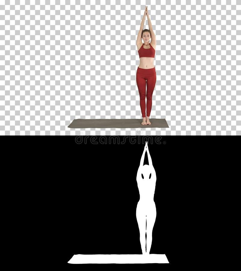 Jeune femme sportive faisant la pratique en matière de yoga, Alpha Channel image libre de droits