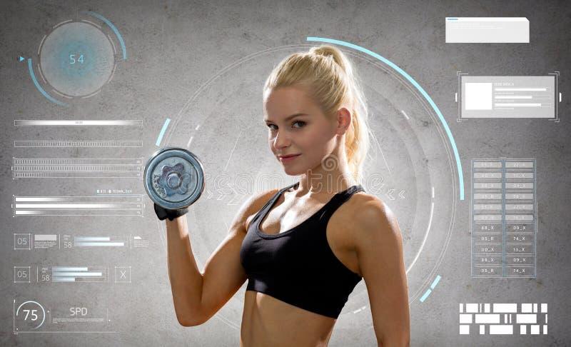 Jeune femme sportive s'exerçant avec l'haltère en acier photos libres de droits