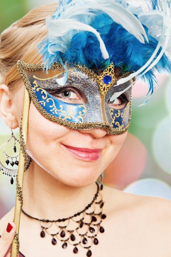 Jeune femme sur un carnaval photos stock