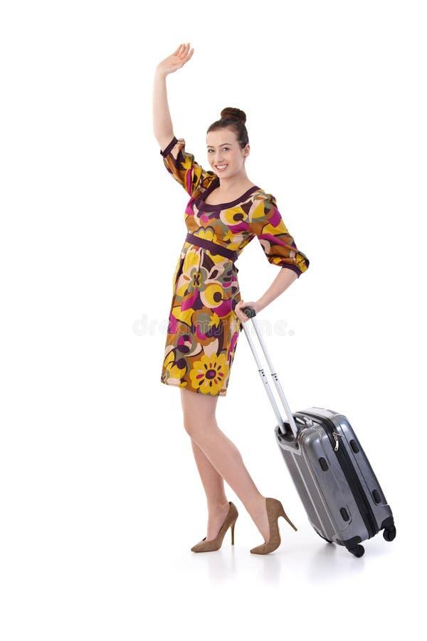 Jeune femme voyageant aux vacances avec la valise photographie stock