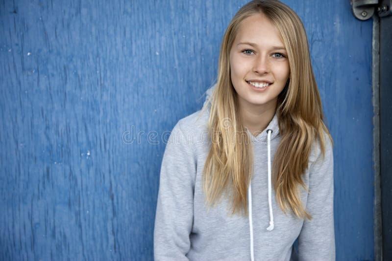 Jeune fille à la mode images libres de droits