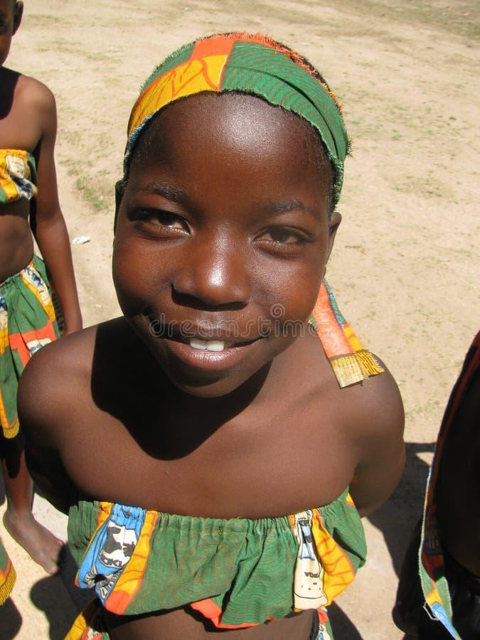Jeune fille africaine dans la robe traditionnelle images libres de droits