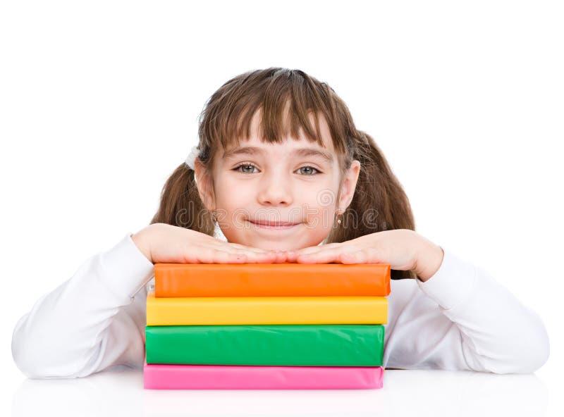 Jeune fille avec des livres de pile D'isolement sur le fond blanc images libres de droits