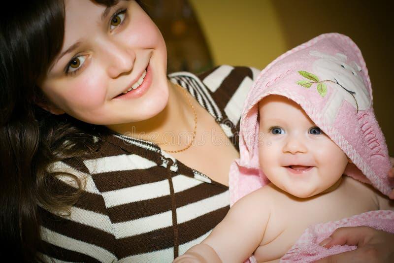 Jeune fille avec la chéri photo libre de droits