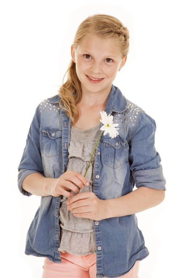 Jeune fille avec la fleur blanche photo stock
