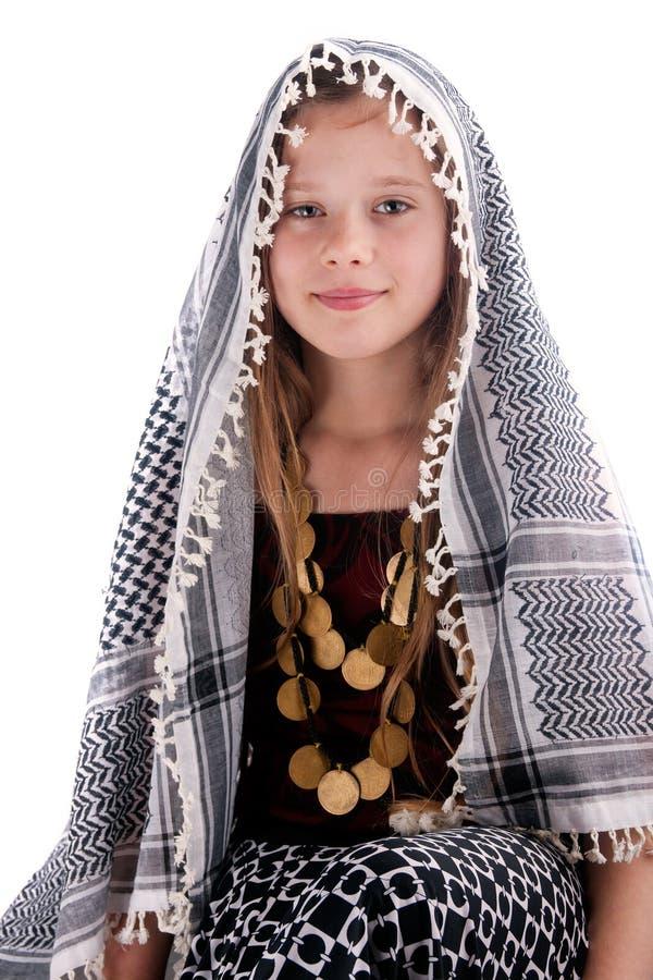 Jeune fille avec le châle arabe image libre de droits