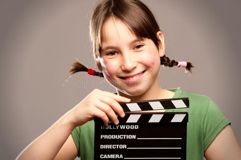 Jeune fille avec le panneau de clapet de film photos libres de droits