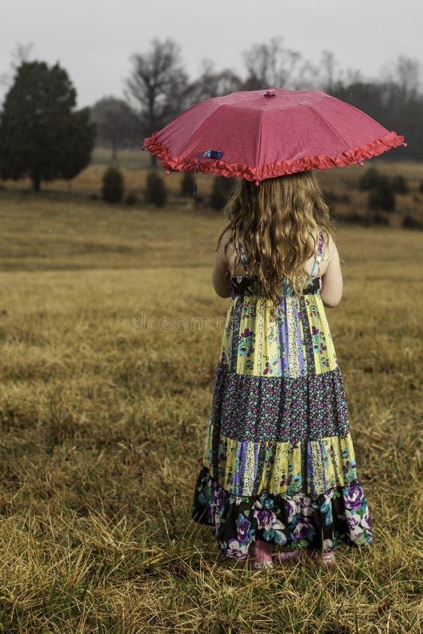 Jeune fille avec le parapluie image libre de droits