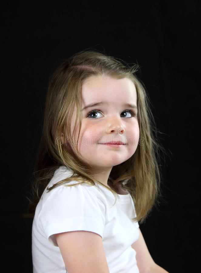 Jeune fille avec le regard effronté photographie stock