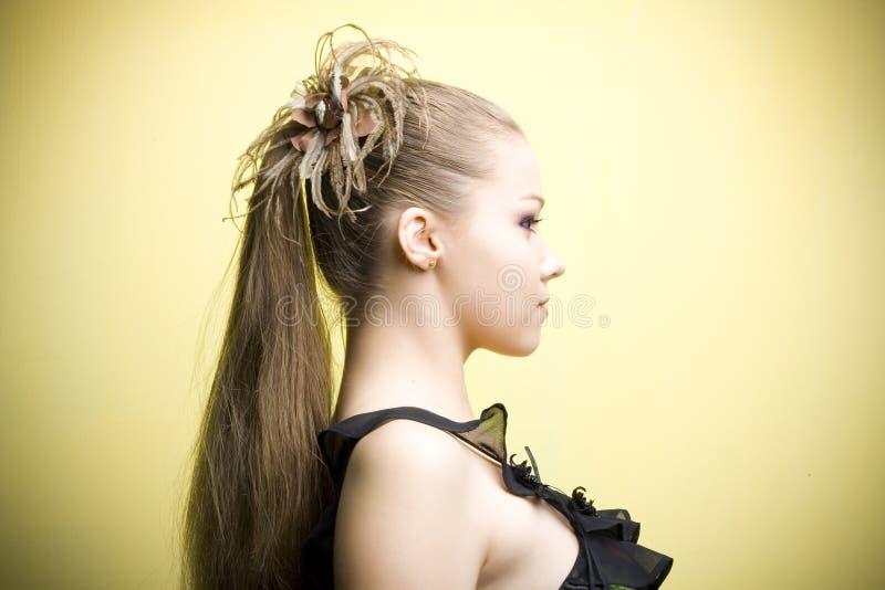Jeune fille blonde élégante photographie stock