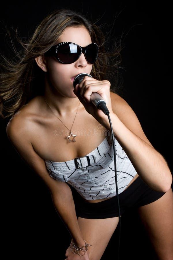Jeune fille chanteuse image stock