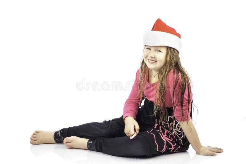 Jeune fille dans le chapeau de Santa photographie stock