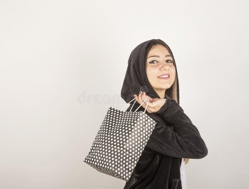 Jeune fille dans le studio images stock