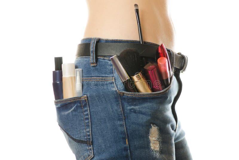 Jeune fille dans une poche de cosmétiques photos libres de droits
