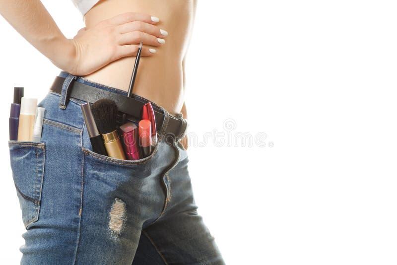 Jeune fille dans une poche de cosmétiques photographie stock