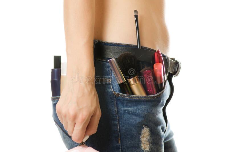 Jeune fille dans une poche de cosmétiques images stock