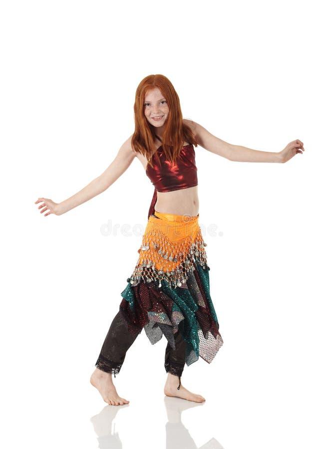 Jeune fille de danse de ventre photo stock