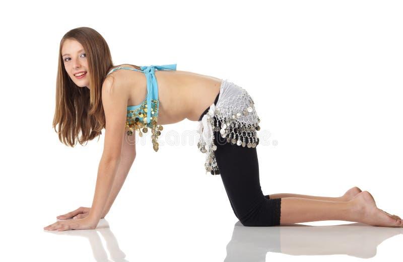 Jeune fille de danse de ventre photographie stock libre de droits