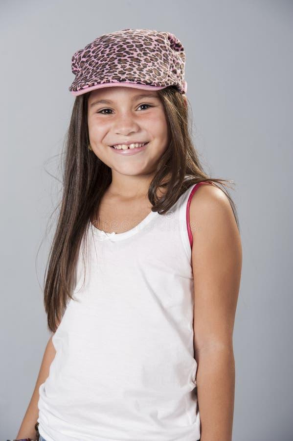 Jeune fille de latino posant dans le studio images stock