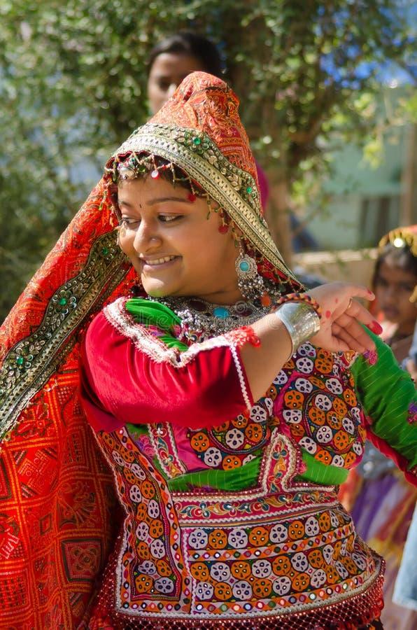 Jeune fille de village de Gujarati indien image stock