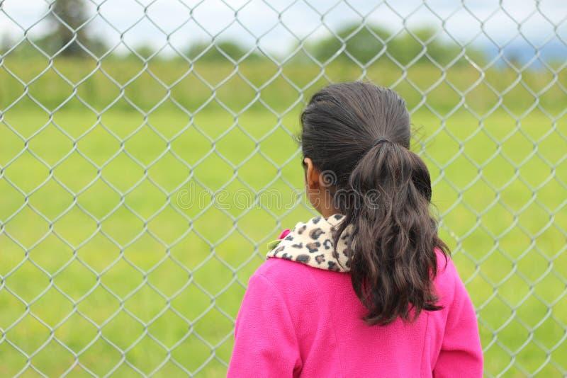 Jeune fille de vue arrière photos stock