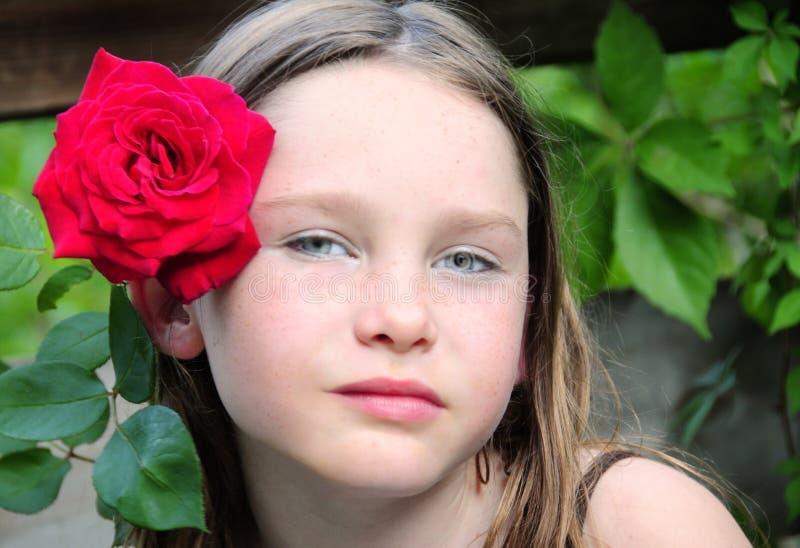 Jeune fille et Rose images libres de droits