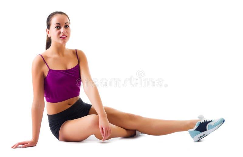 Jeune fille faisant des exercices gymnastiques image libre de droits