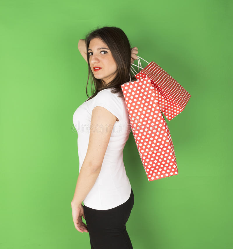 Jeune fille heureuse avec les sacs tachetés photos stock