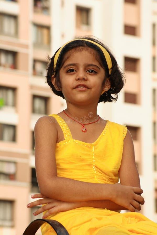 Jeune fille indienne pensive images libres de droits