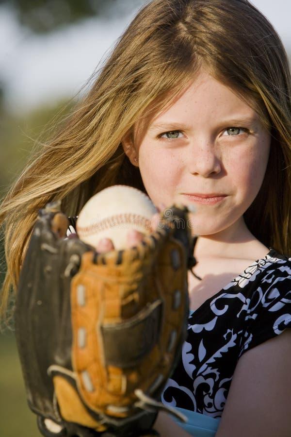 Jeune fille mignonne avec un base-ball photos stock