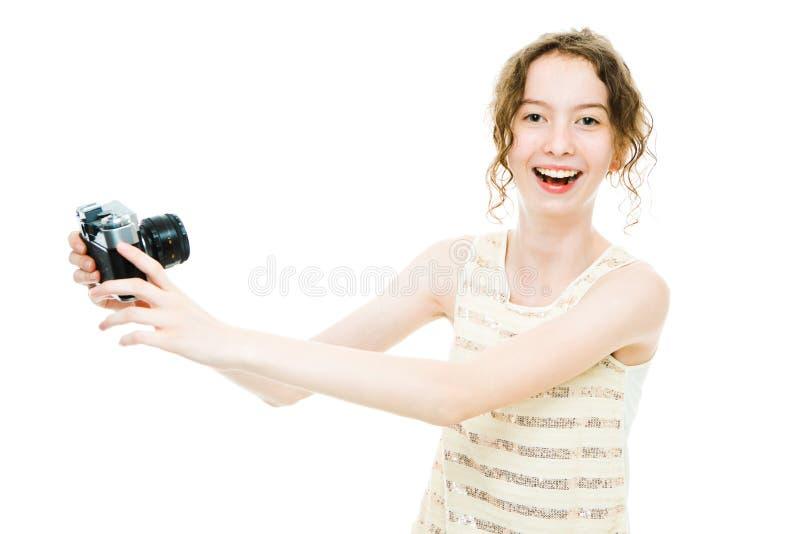 Jeune fille mince prenant le selfie avec la cam?ra analogue de cru photo libre de droits