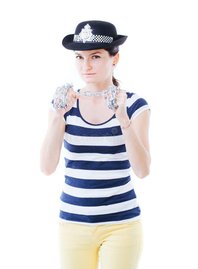 Jeune fille posant en tant que policière courageuse photos libres de droits